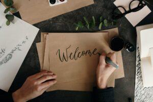 Bienvenido escrito en una carta a boligrafo